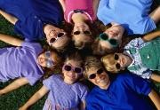 استفاده کودکان از عینک آفتابی